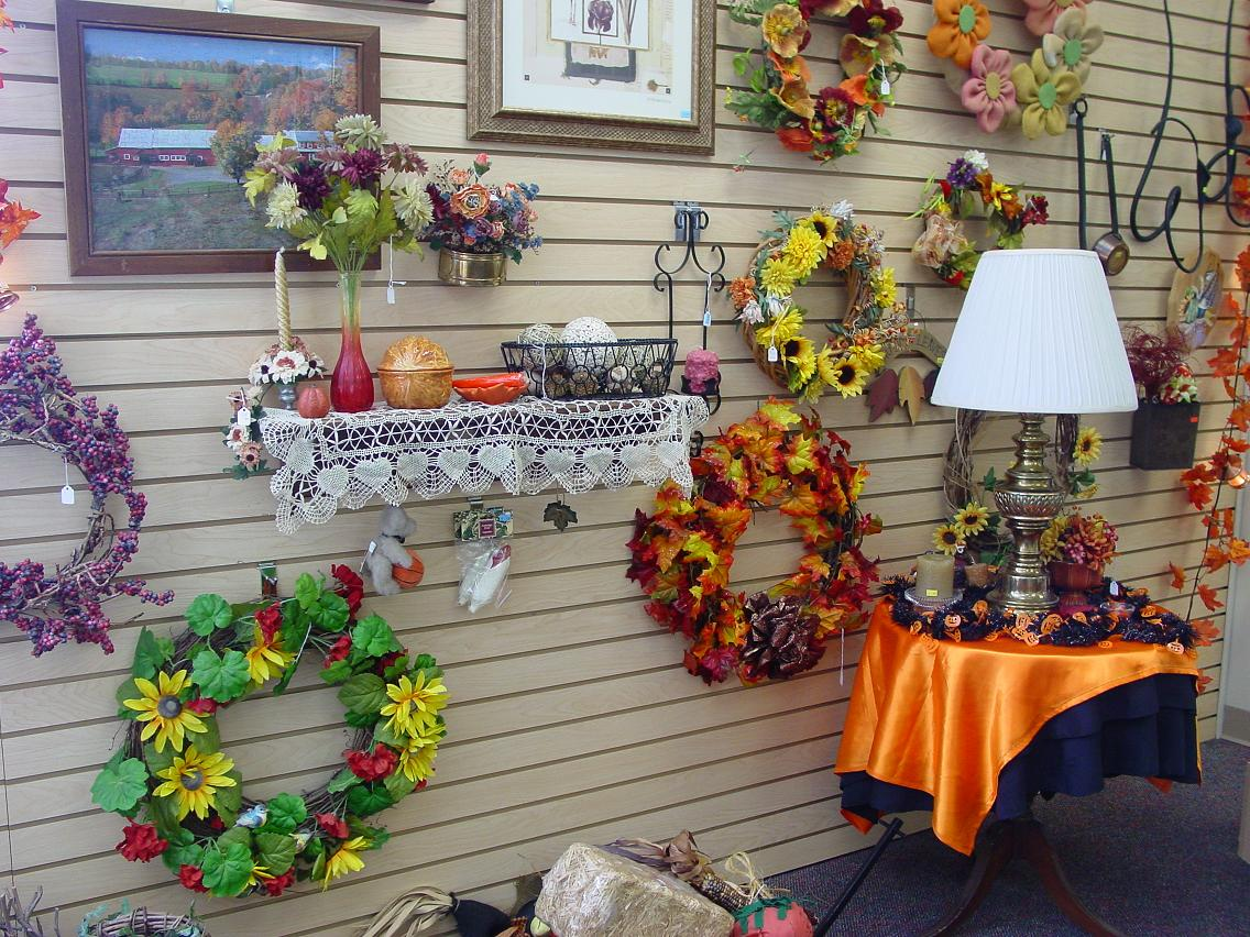 When the breezes cool down it is time to decorate for fall.  Great ideas with many fall decorating items.