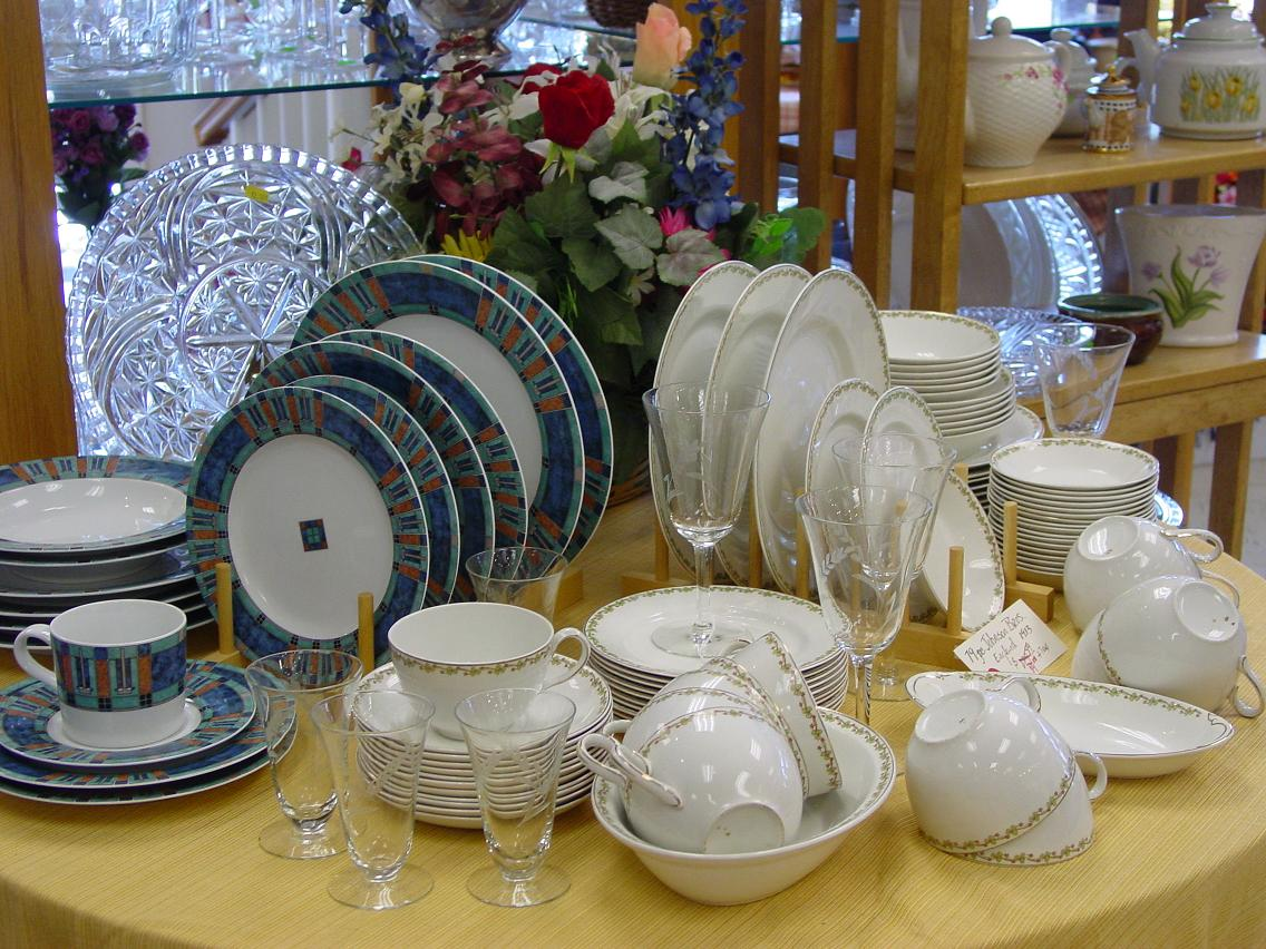 Set your holiday table with pretty dishes at a reasonable price